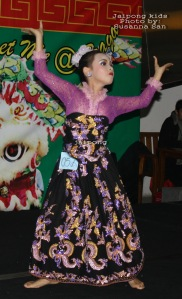 Talented Jaipong kid dancer